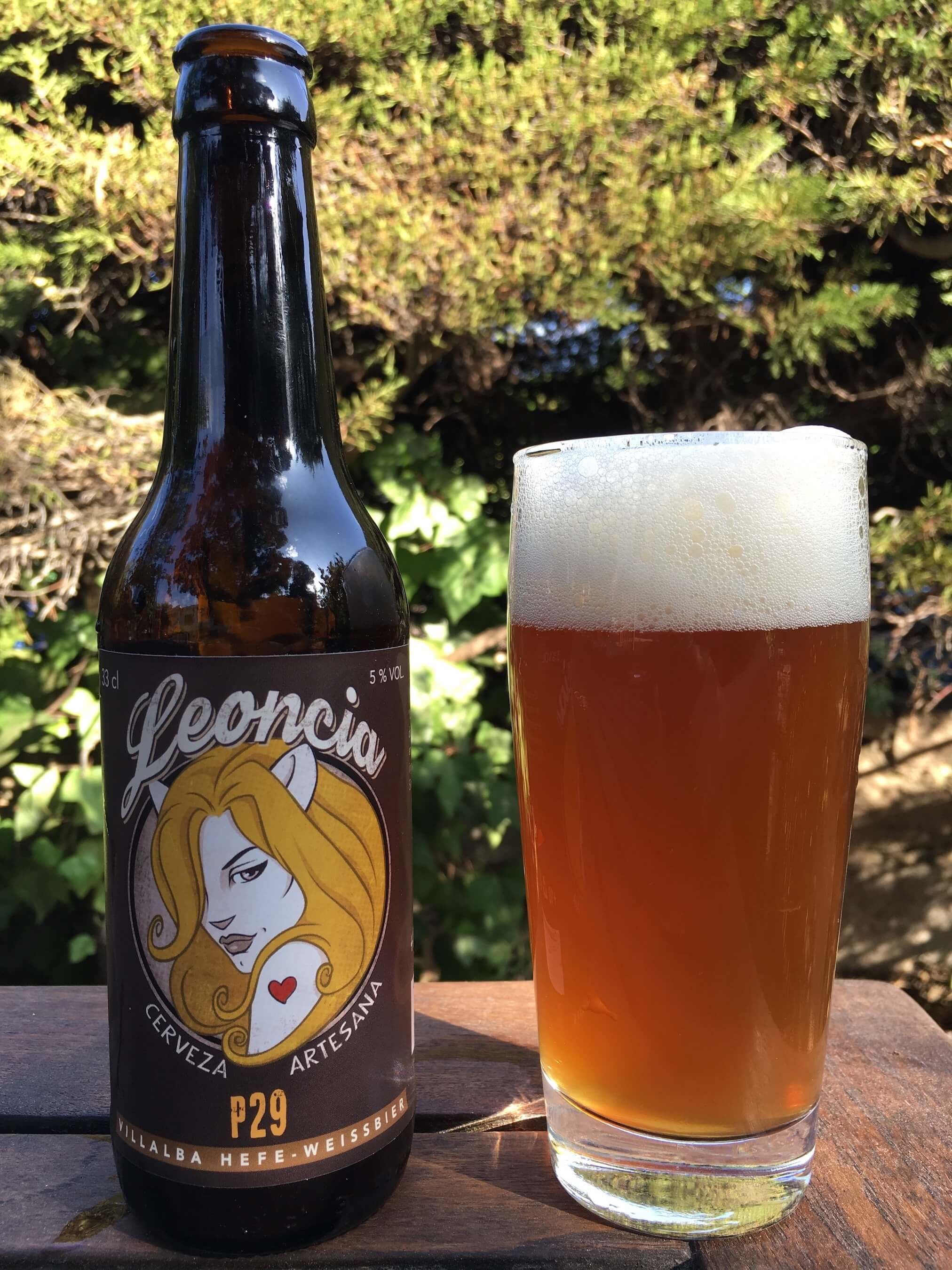 La P29 es la cerveza de trigo de Villalba. Si piensas que las artesanas no son lo tuyo o si cree que no te gustan las cervezas de trigo, no dejes de probar esta. Te encantará.
