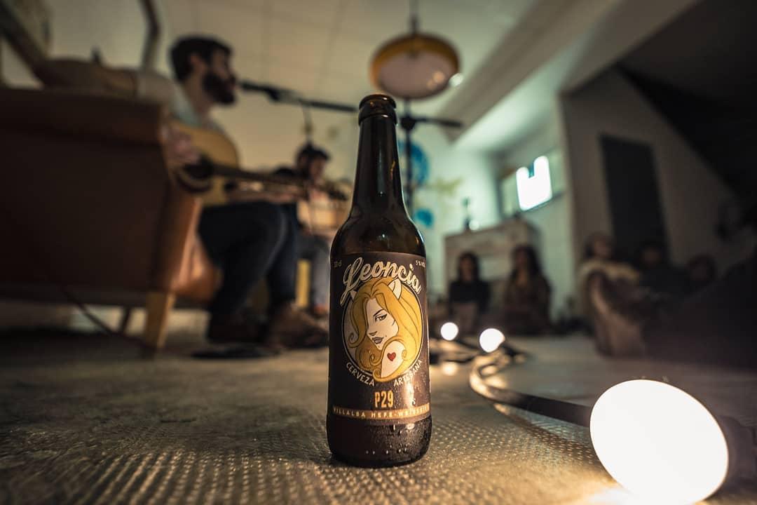Foto de concierto de Acqustic con cerveza Leoncia P29