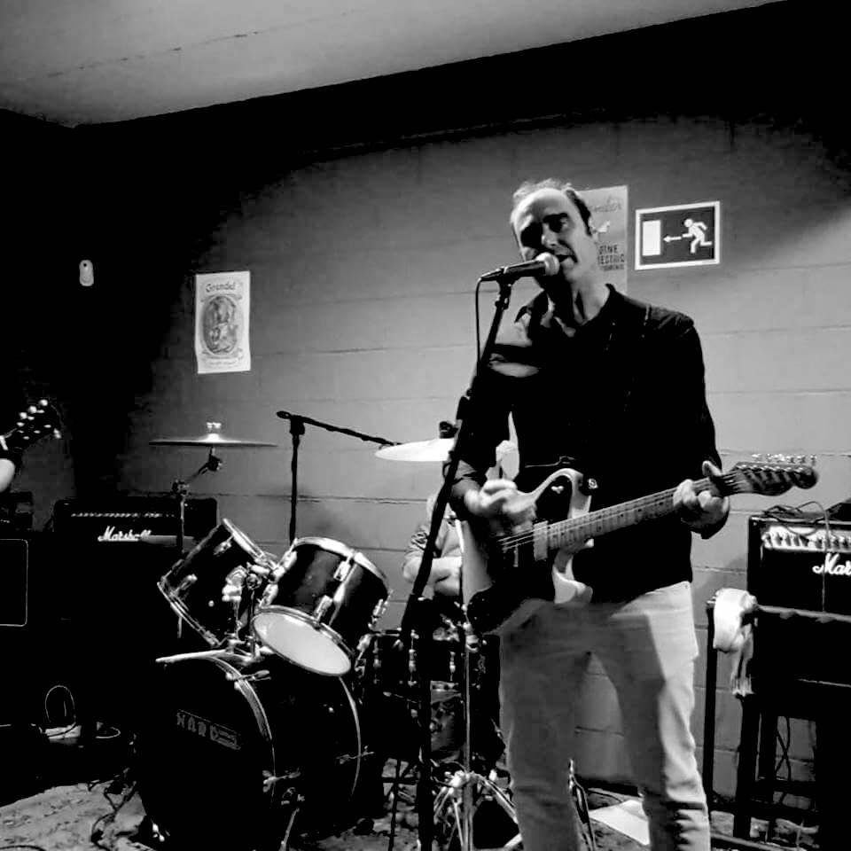 Foto del concierto del grupo Sintónicos en la Fábrica de cervezas artesanas Leoncia