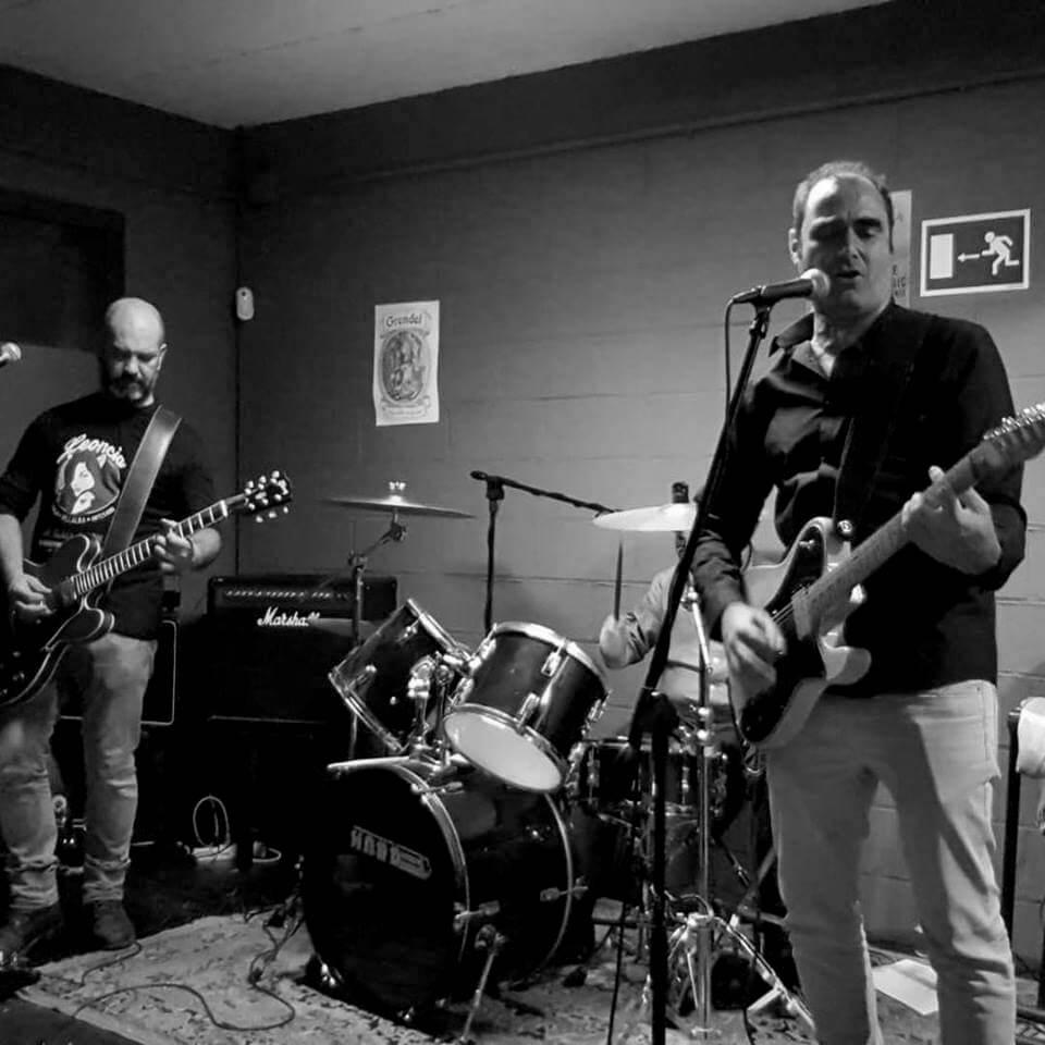 Concierto en directo del grupo Sintónicos en la Fábrica de cervezas artesanas Leoncia