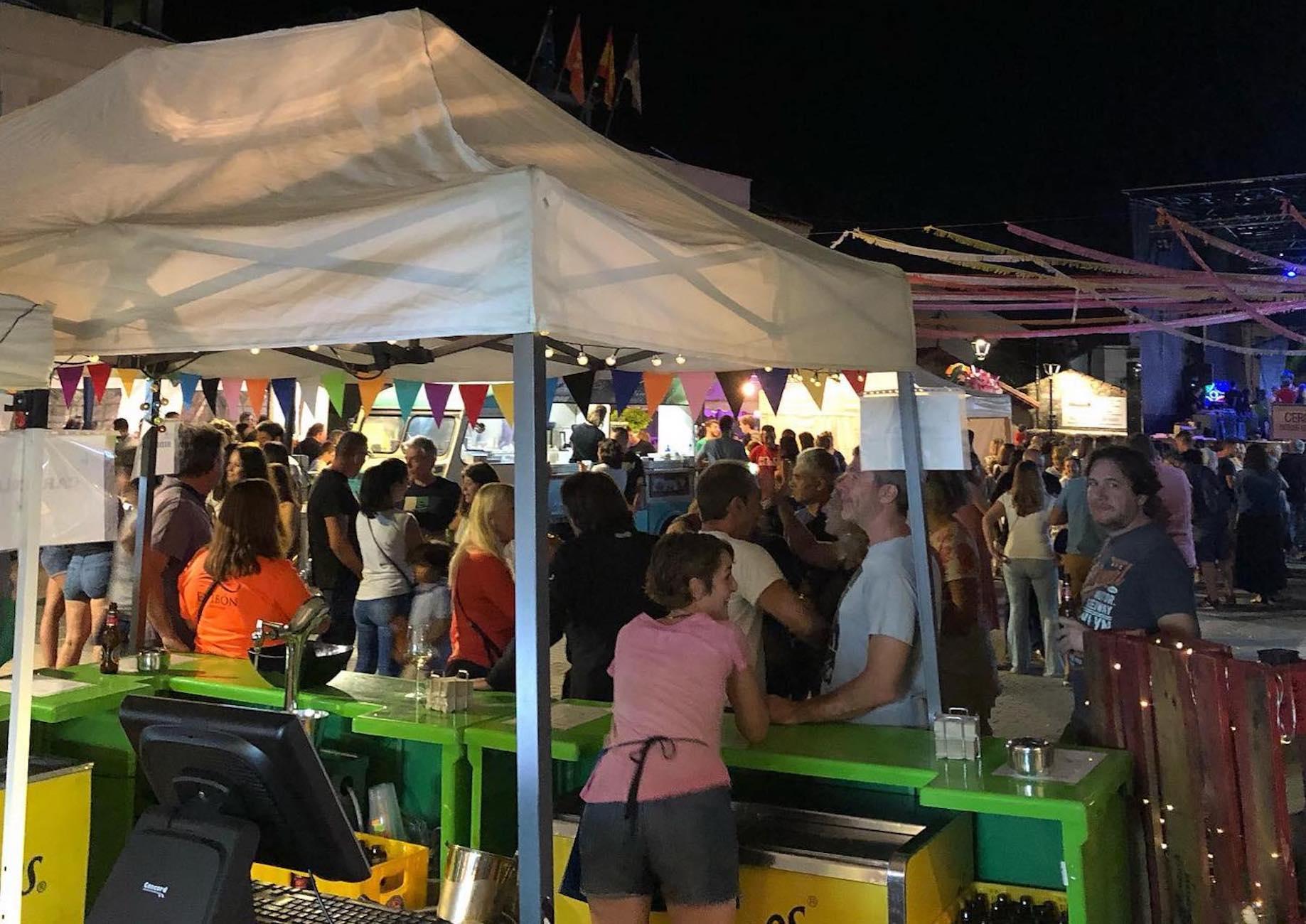 Barra de La Cabra Azul en las fiestas de Cerceda
